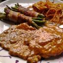 Borban párolt mustáros karajszeletek, baconös ceru