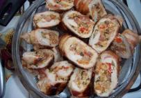 Csirkemell tekercs-tojásoslecsóval töltve, bacon-b